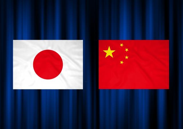 日本国旗と中国国旗